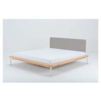 Dvoulůžková postel z dubového dřeva Gazzda Fina, 160 x 200 cm